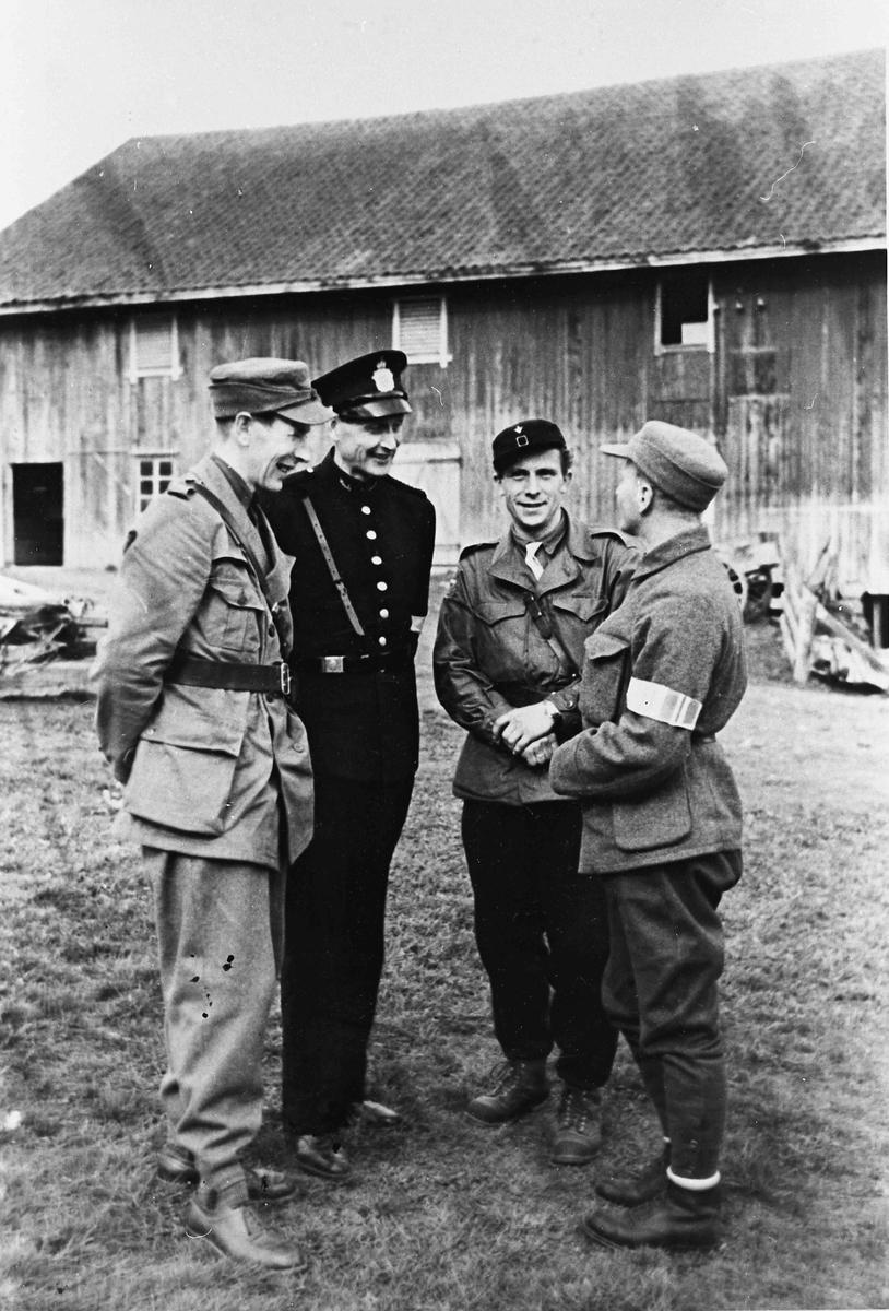 Folk fra Hjemmestyrkene med tilknytning til midtbygda. Harry Hystad nr. 2 fra høyre.