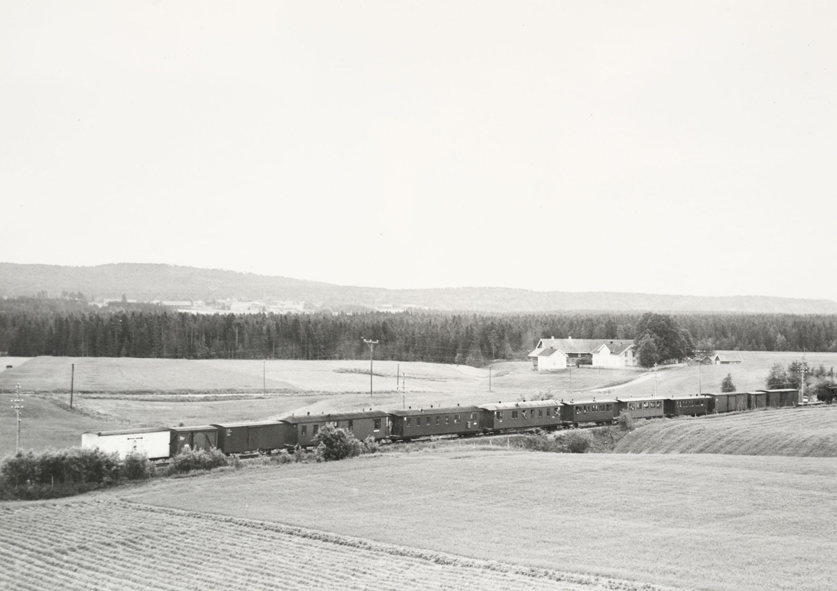 Tog retning Skulerud ved Kvevli.