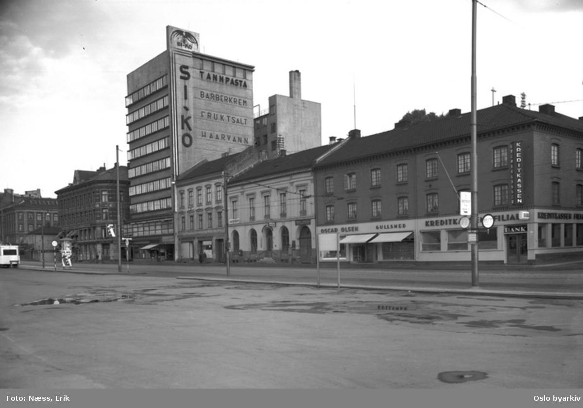 Grønland. Funkisblokken er Steplagården fra 1932 i Grønand 4. Apoteket Hjorten i Grønland 10. Grønland 12B