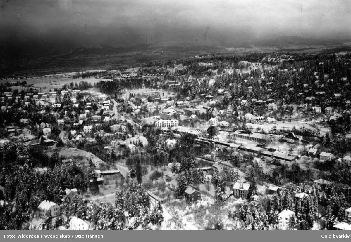 Holtet, trikkestallen, barneskolen, vidergående skole, Nordstrand kino (Flyfoto)