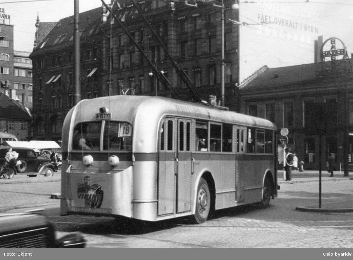 Oslo Sporveier. Sporveisbuss A-15777, trolleybuss linje 18 ved Stortorvet. GlasMagasinet.