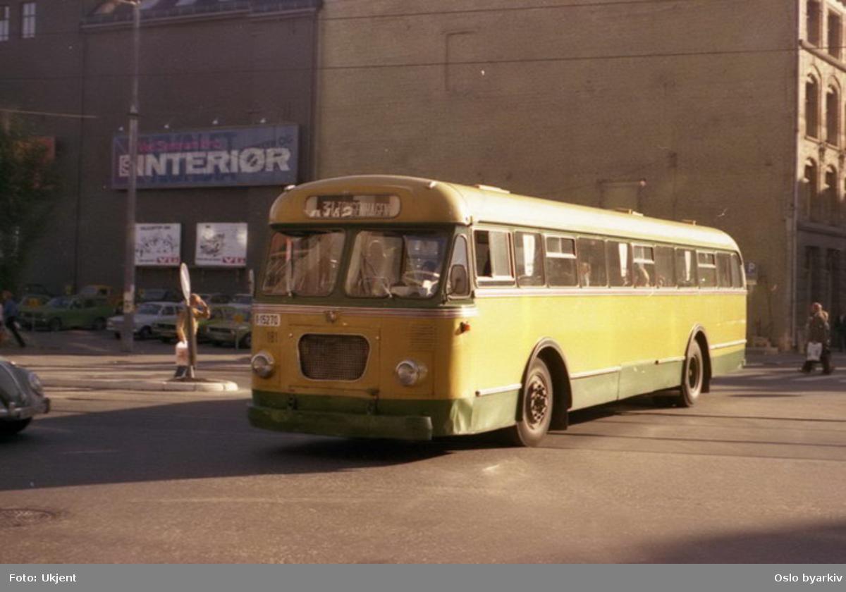 Buss, Ing. M. O. Schøyens Bilcentraler (SBC) buss A-15270 linje 31 mot Skippergata