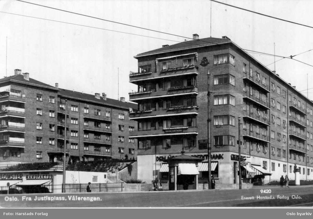Galgeberg borettslag, Galgeberg 3, OBOS sitt første boligkompleks, fra 1936. Hjørnet Åkebergveien - Strømsveien. Butikker, bank. Postkort 9420.