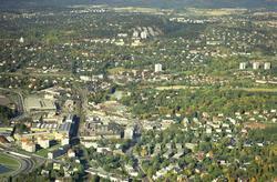 Bygdøy allè i front, og fra venstre Sjølystveien, Jernbanesp