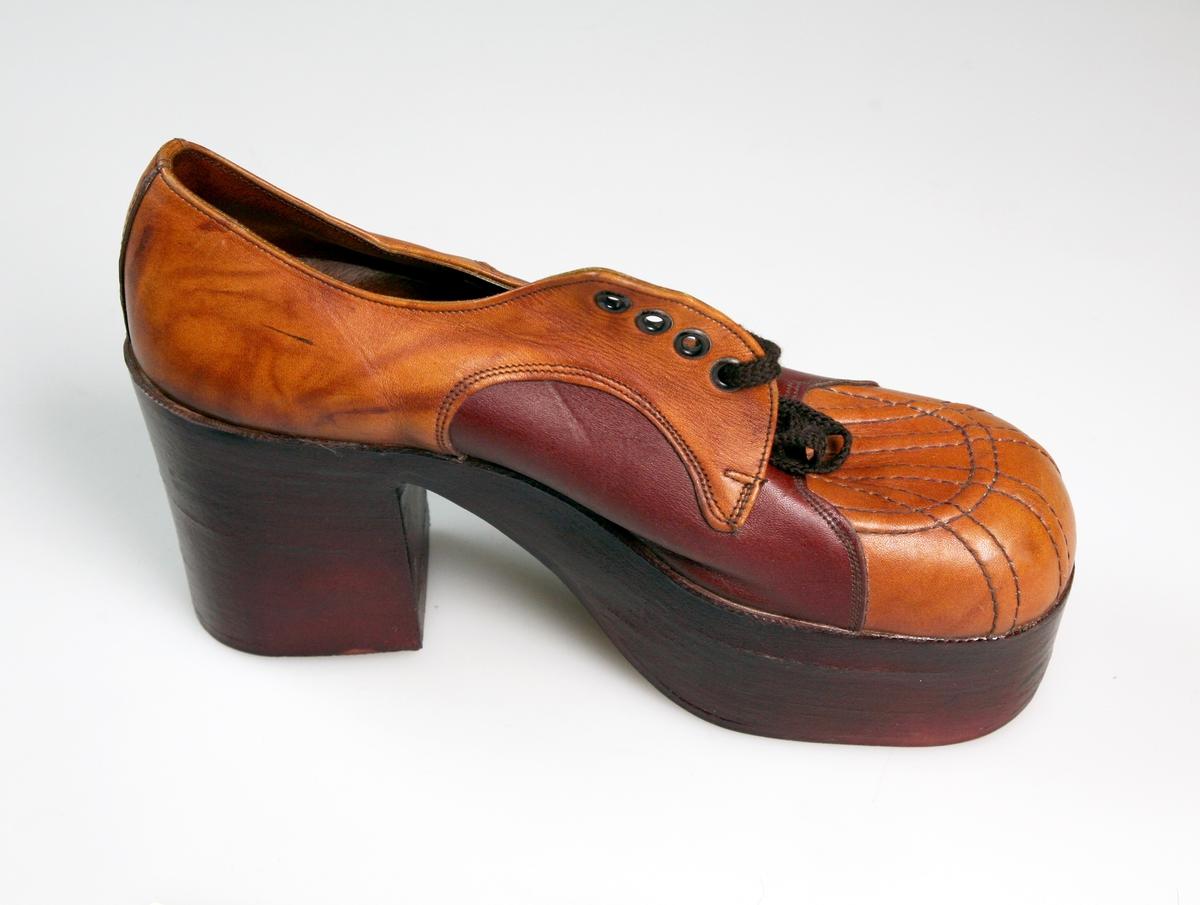 Sko (en sko).  Platåsåle, høy hel og såle.  Ubrukt, antagelig gave fra en av skobutikker.