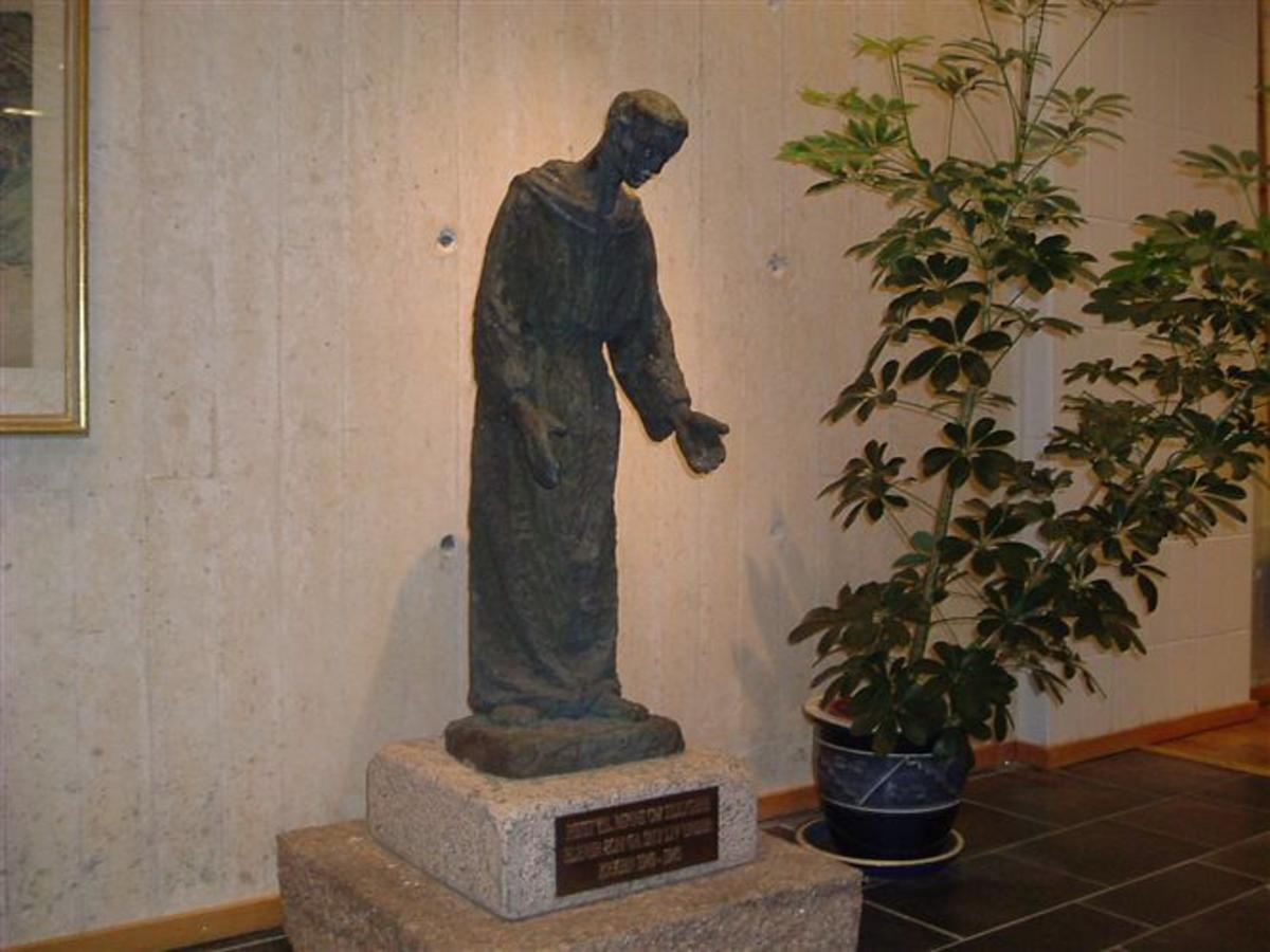 Skulptur i bronse av Franz fra Assisi.
