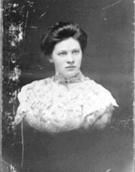 PORTRETT: HELENE PALERUD FØDT: 1885, NYHEIM UNDER MØYSTAD