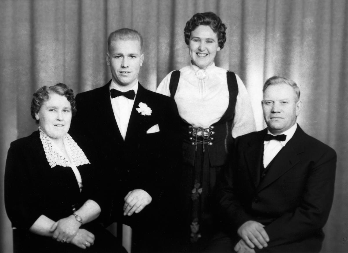 Inger og Arne Kartomten og barna Jørgen og Agnes.