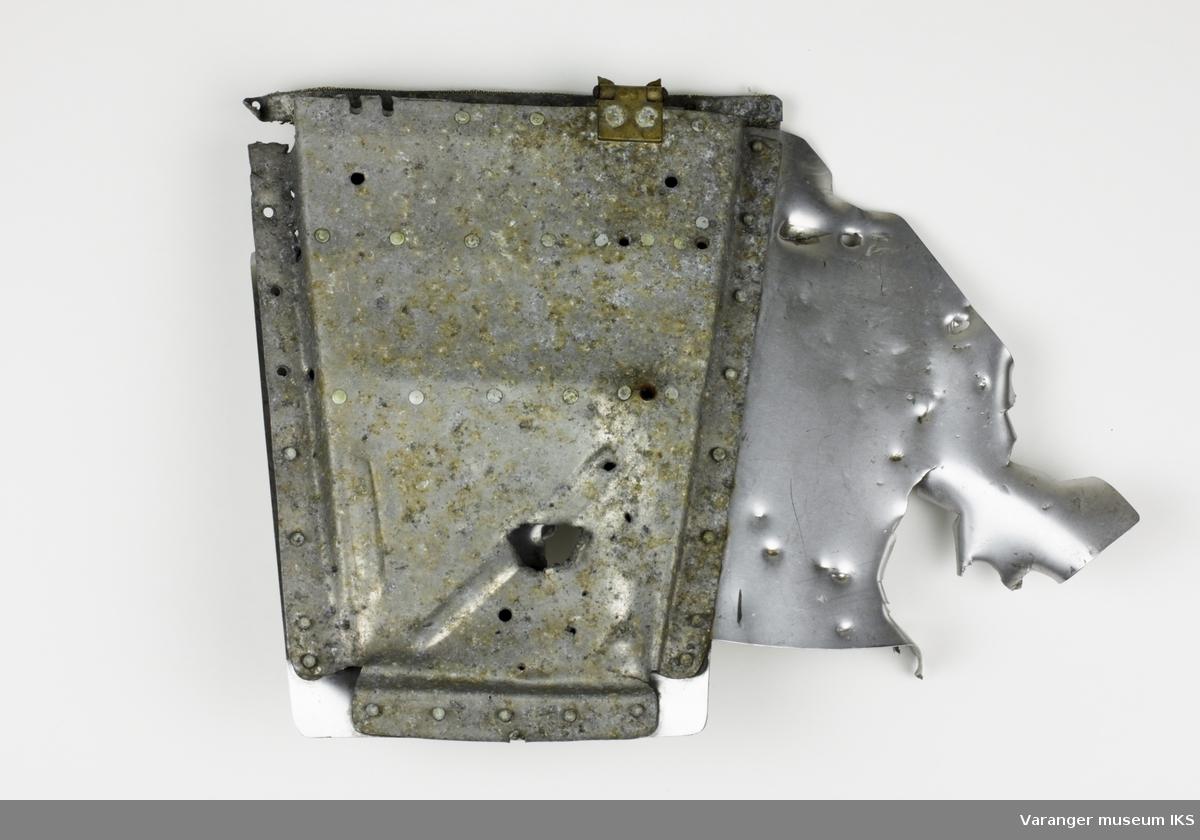 Del av Curtiss P-40 flymaskin som havarerte ved Gammerabben øst for Vadsø, den 10. mai 1944.
