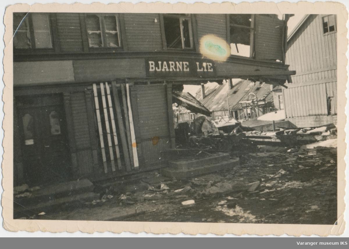 Bjarne Lies forretning totalskadd etter bombeangrep, 1942