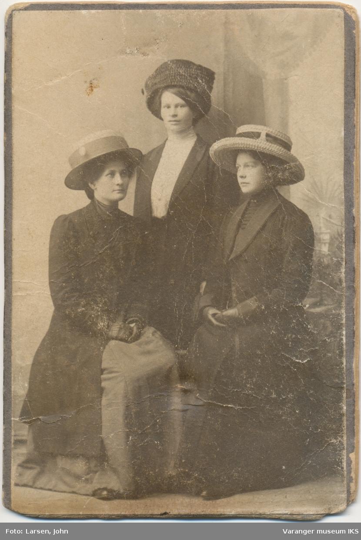 Gruppeportrett, tre kvinner