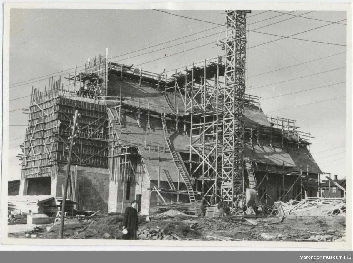 Vardø kirke under bygging, 1957