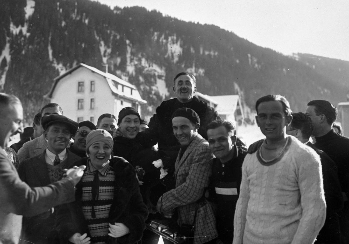 Oscar Mathisen bæres på gullstol i Davos 1929.  Oscar Wilhelm Mathisen (født 4. oktober 1888, død 10. april 1954) var en norsk skøyteløper som representerte Kristiania Skøiteklubb.