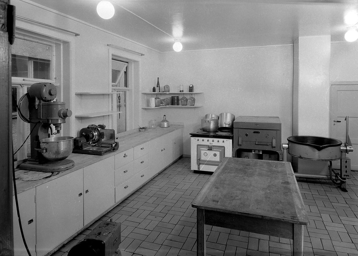 Djønne & Co. Interiører fra butikk, lager og kjøkken