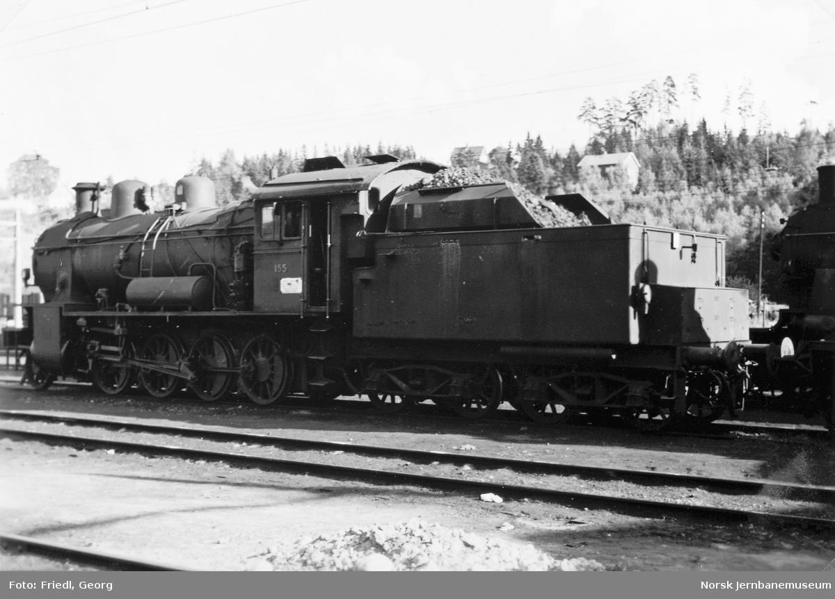 Damplokomotiv type 28b nr. 155 på Hønefoss stasjon