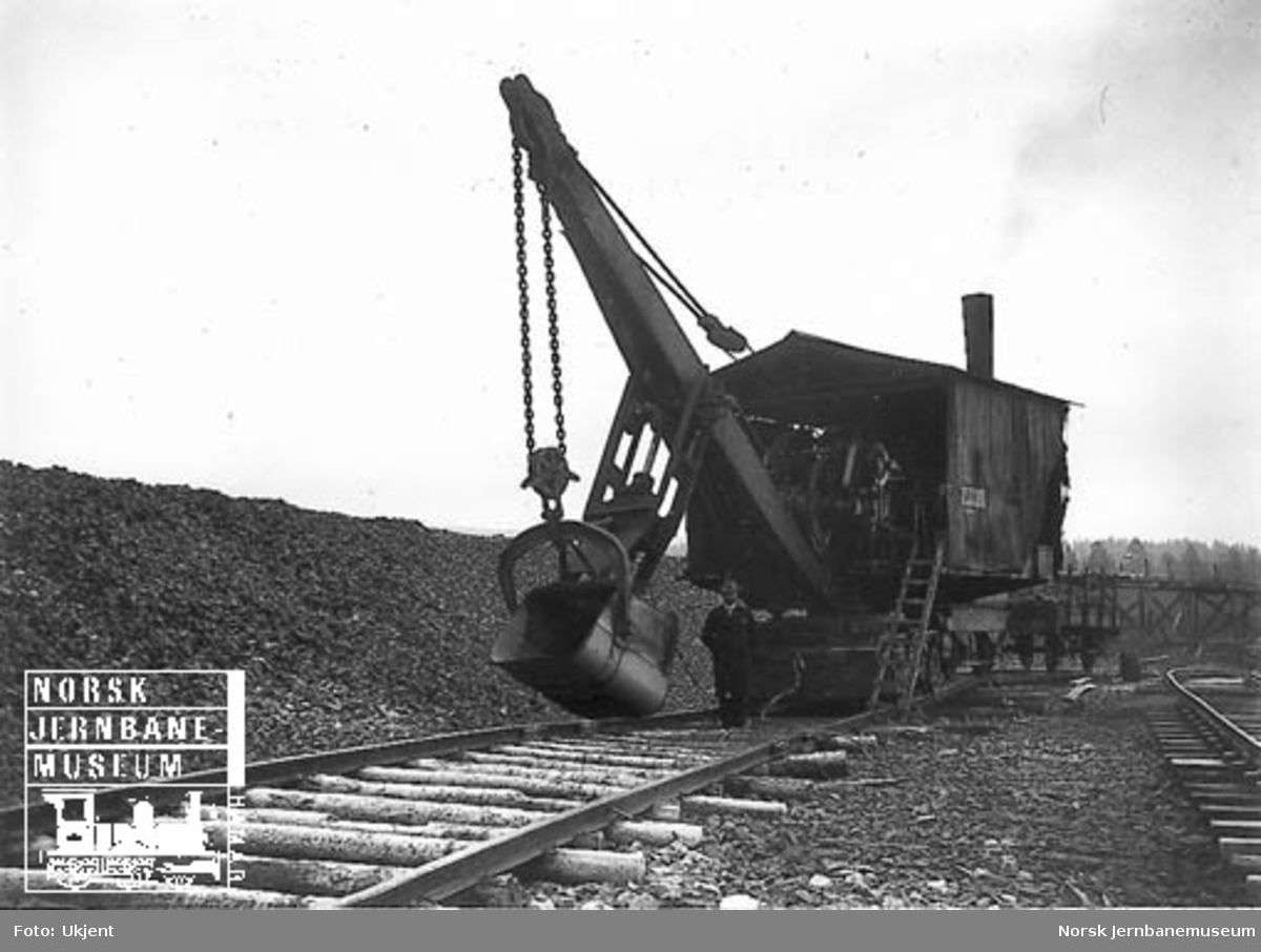 Skinnegående gravemaskin - Excavator - for pukklasting