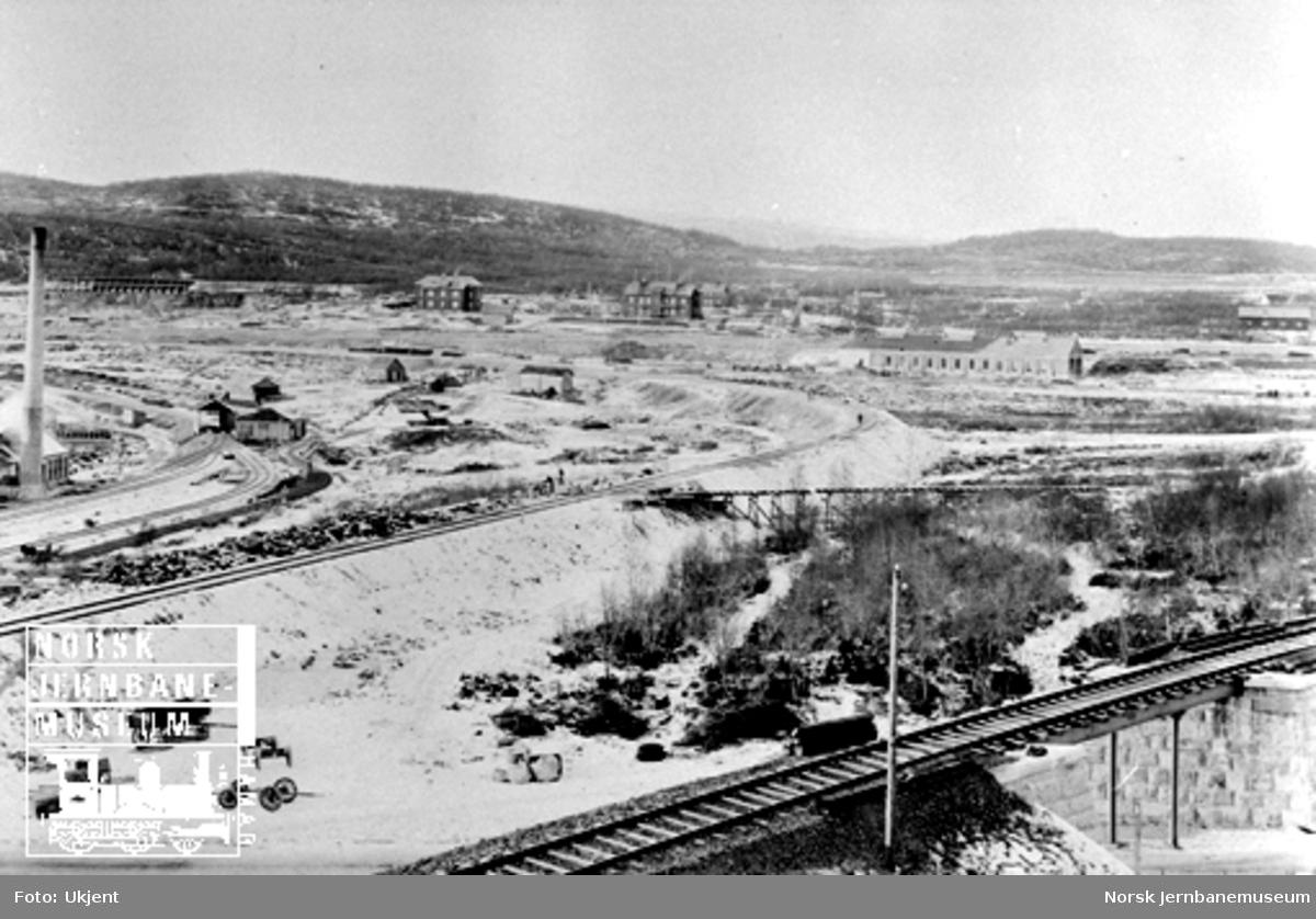 Jernbanens og LKABs anlegg i Narvik sett fra NSBs administrasjonsbygning