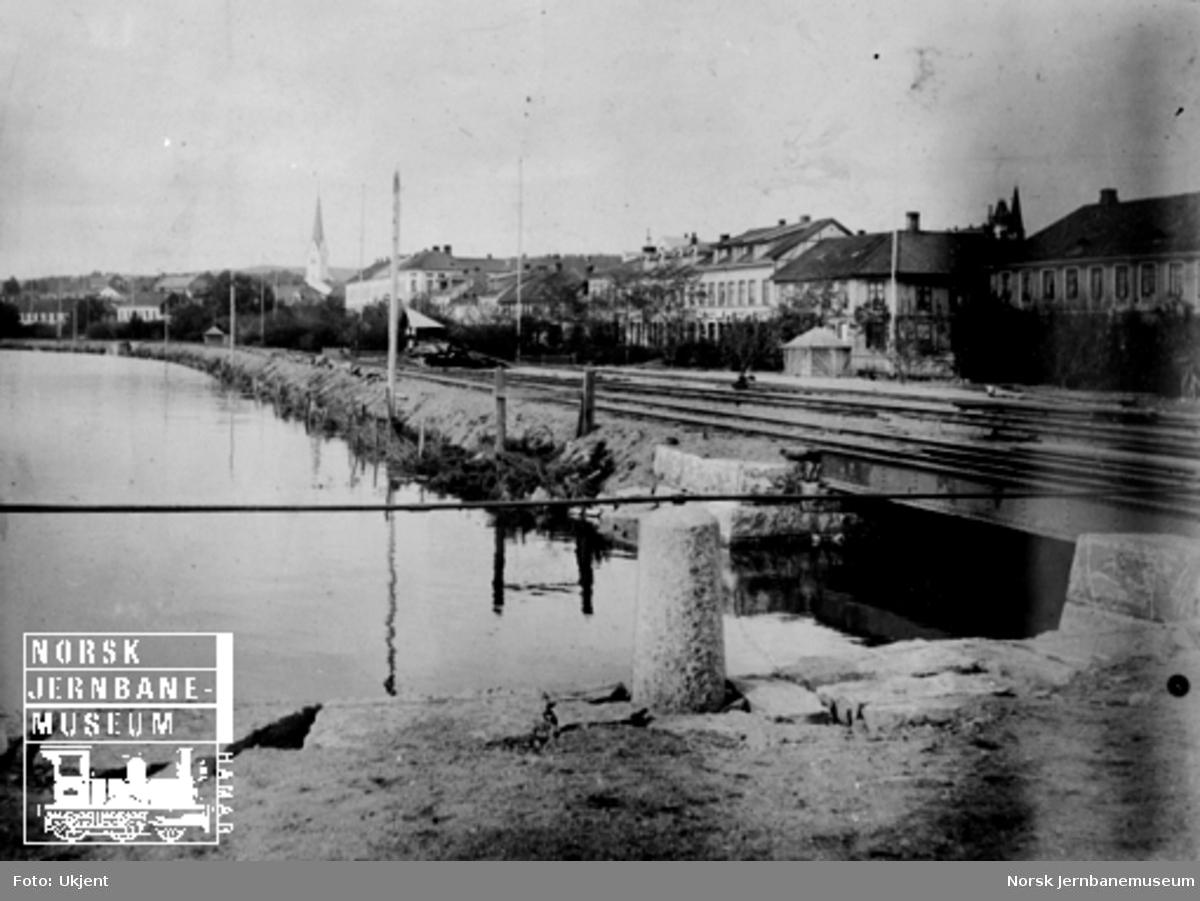 Nordre del av Hamar stasjonstomt under flommen