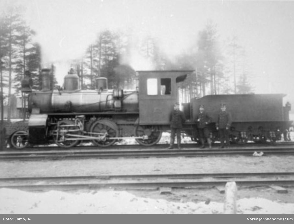 Damplokomotiv type XXIIIa nr. 39 med personale