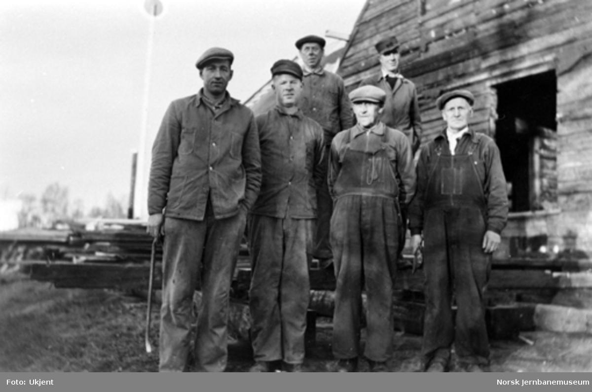 Jernbanemuseet på Disen : Gruppebilde av arbeidsfolkene som rev Kløfta og Bestun stasjoner