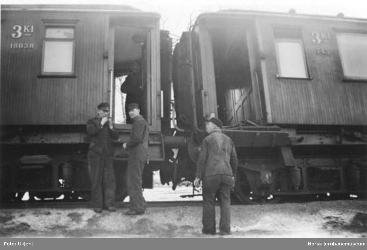 Jernbaneulykken ved Hommelvik : skadde personvogner
