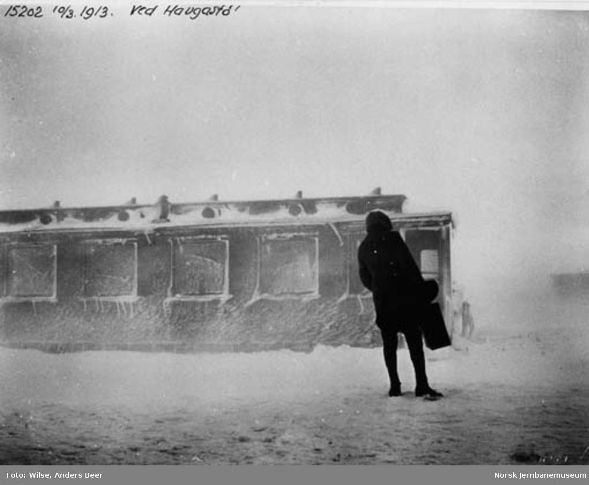 Snøblokade; personvogn på Haugastøl