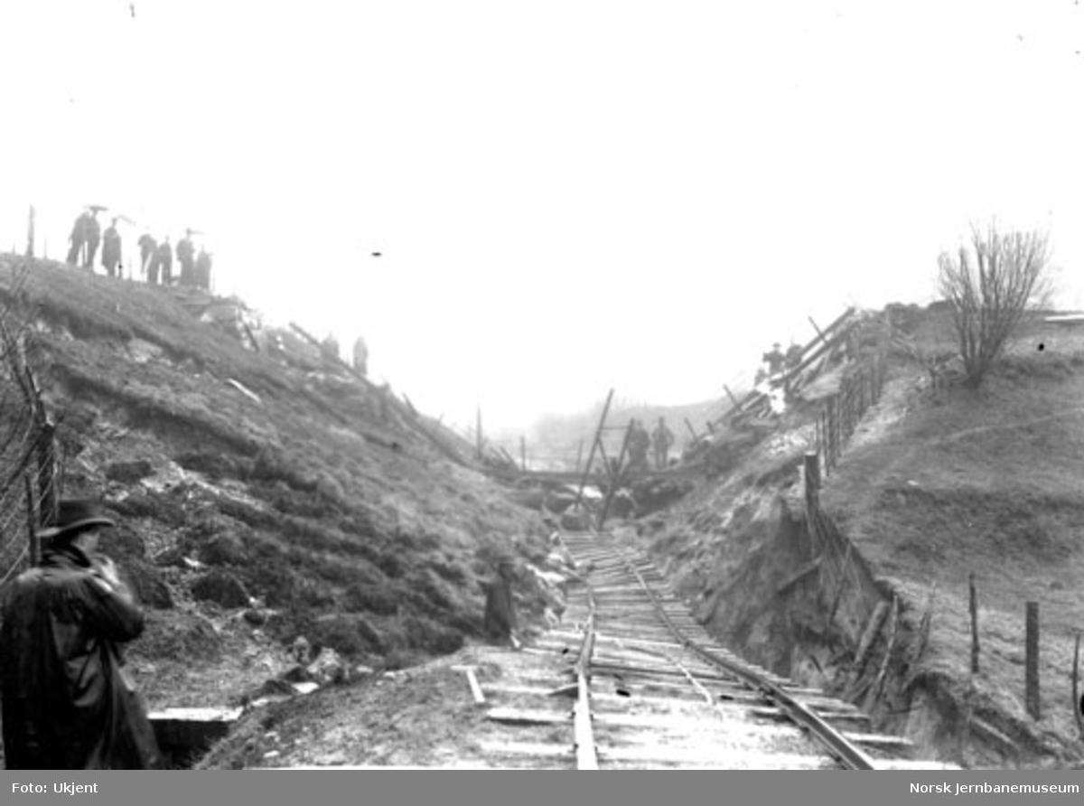 Skred ved km 49; ødelagt spor