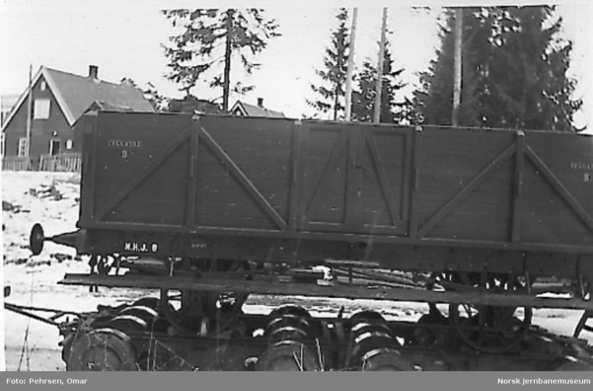 Nytt museum på Martodden : Den rekonstruerte åpne vognen fra Hovedbanen på lastebiltilhenger