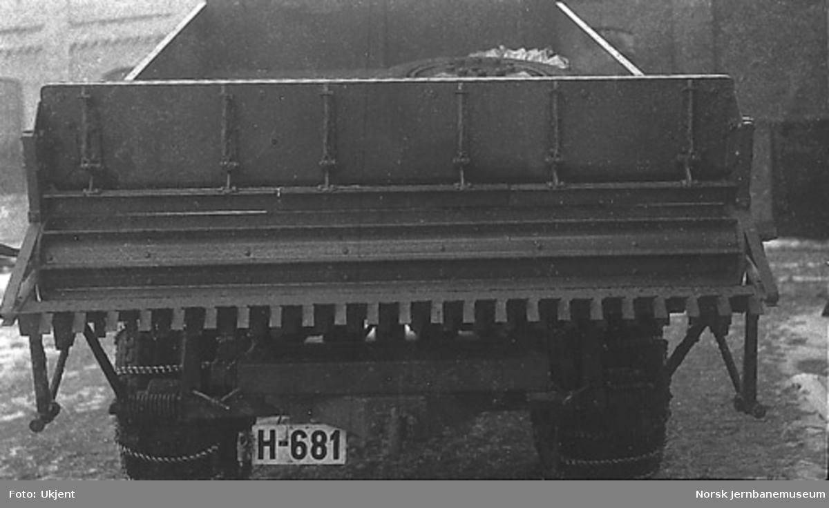 Lastebil til Telemark Fylkes Veivesen H-681