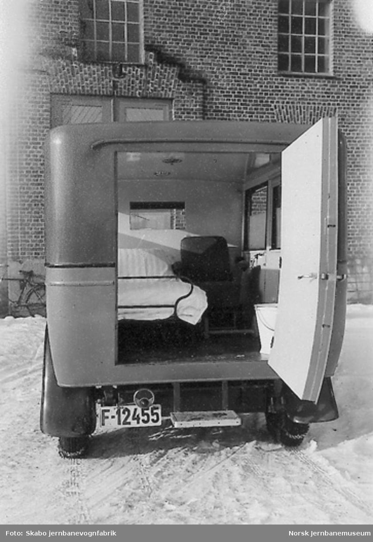 Studebaker sykebil til Hønefoss og Ringerike Sanitetsforening, F-12455