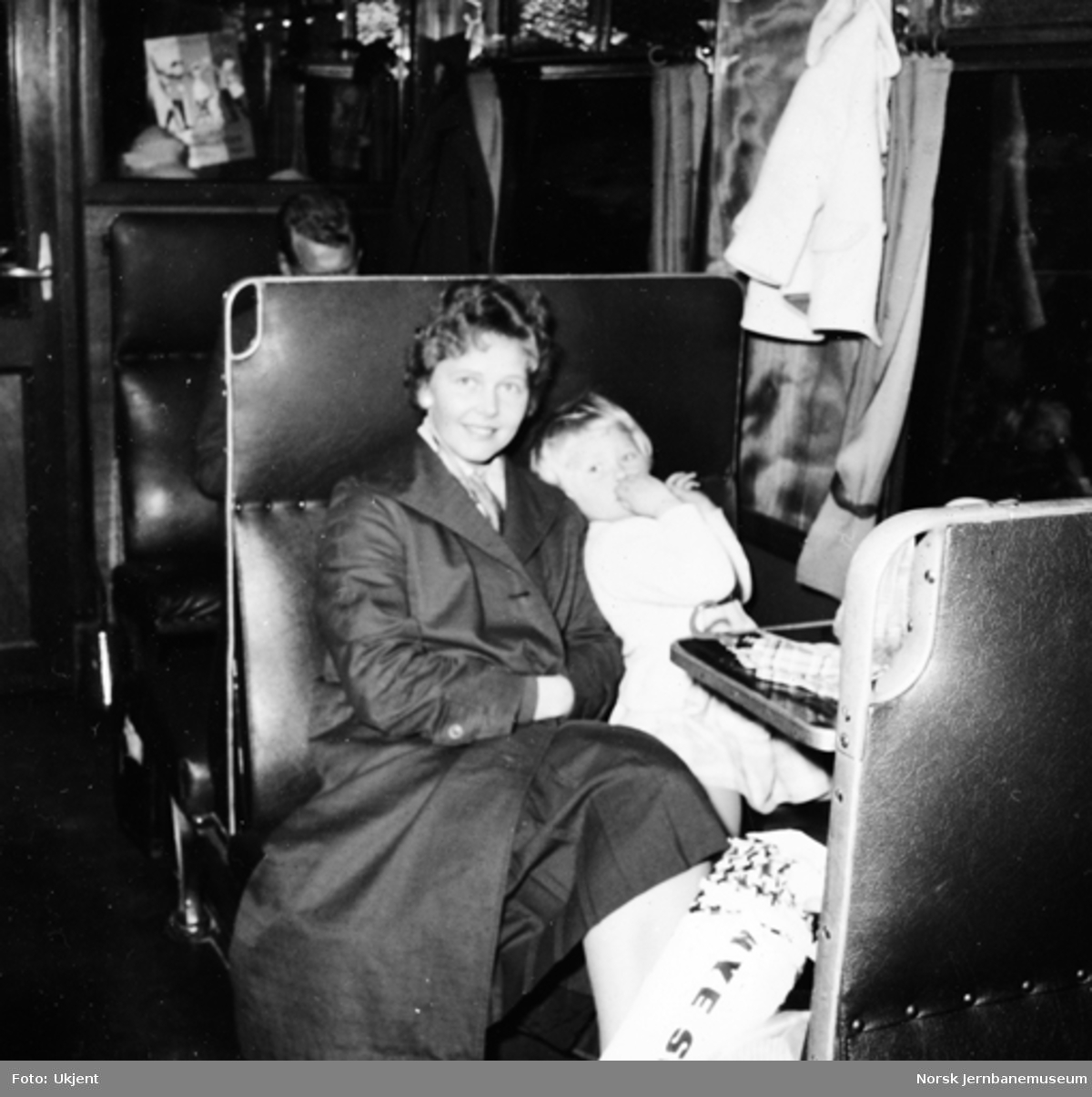 Reisende i smalsporet personvogn på Setesdalsbanen
