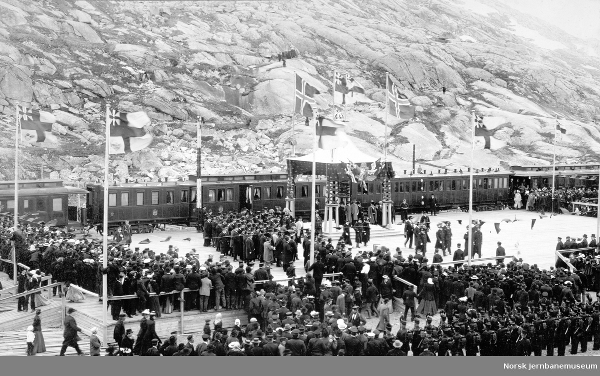 Kong Oscar II åpner Ofotbanen/Malmbanan på Riksgränsen