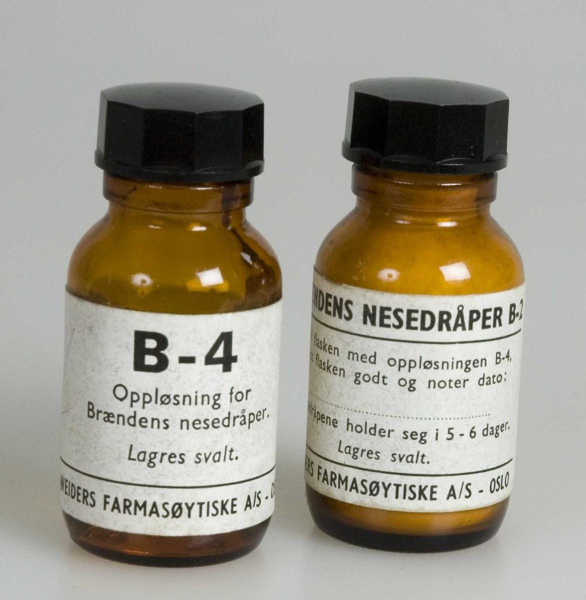 Medisinflaske med innhold. Brændens nesedråper består av 2 flasker, en inneholder oppløsningsvæske, den andre tørrstoff. Tørrstoffet oppløses umiddelbart før preparatet tas i bruk